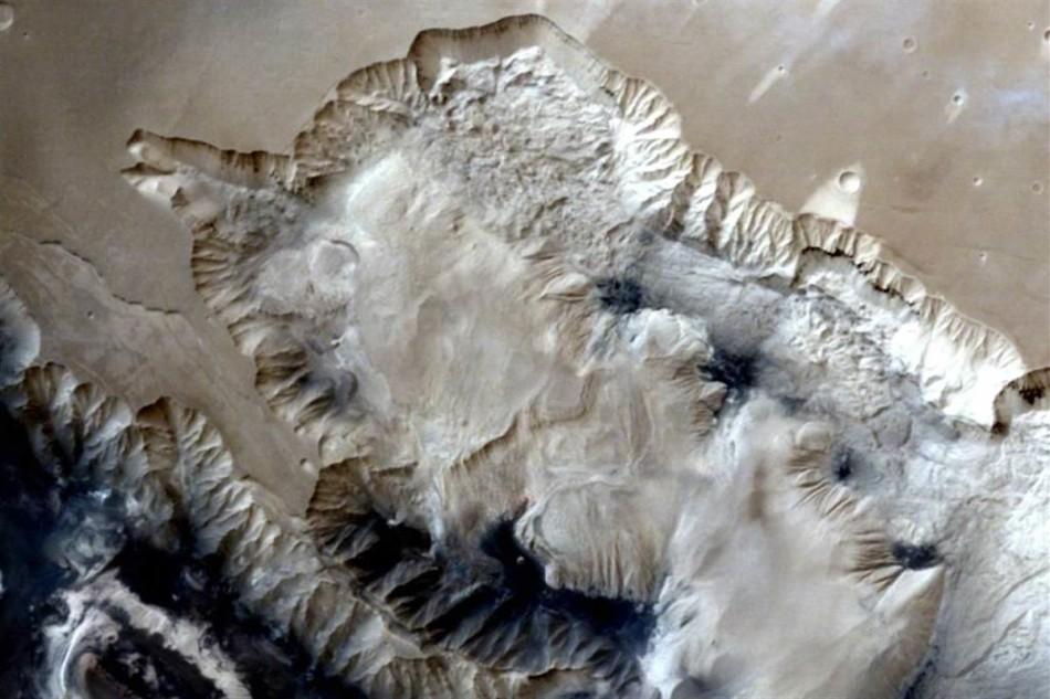 印度火星探测器成功发回照片:扇形地貌清晰可见