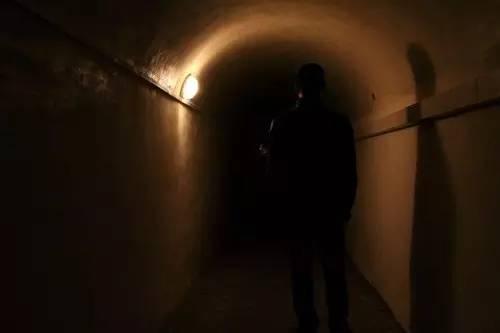 探秘三峡库区幽深隧洞:与世隔绝监测地震数据