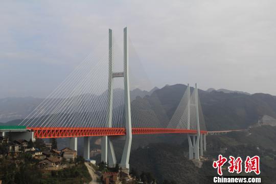图为,北盘江第一桥跨越云贵两省 隋业辉 摄