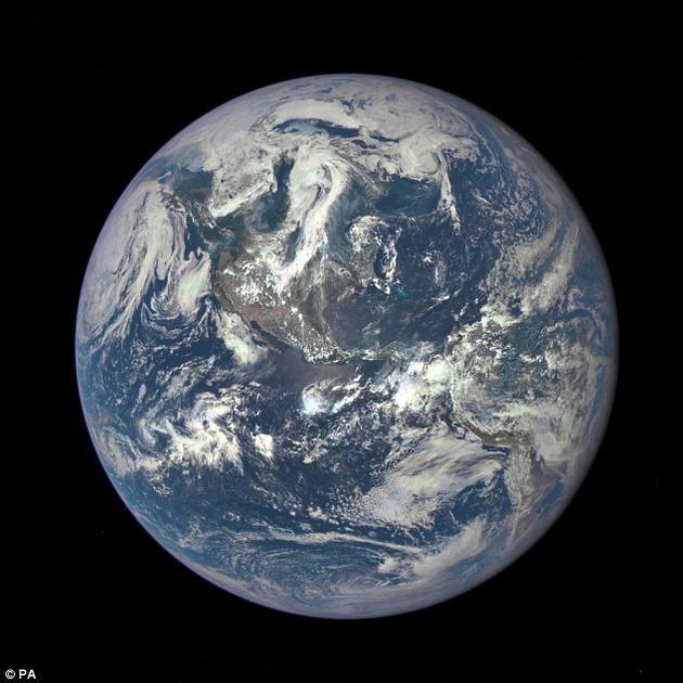 在地球岁至中年时,由于氧气含量逐渐下降,生物的演化进程被推迟了20亿年之久。埃克塞特大学开展的一项研究显示,早期简单生命的尸体或与此有关。