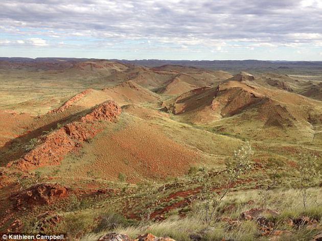 远古德雷瑟构造中的山脊保存着古老叠层岩和温泉沉积物,这些化石证据使科学家认为火星温泉环境是搜寻外星生命的最佳区域。