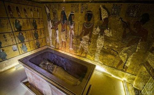 几十个世纪以来,其他许多法老和权贵的陵墓都曾被盗墓者劫掠。
