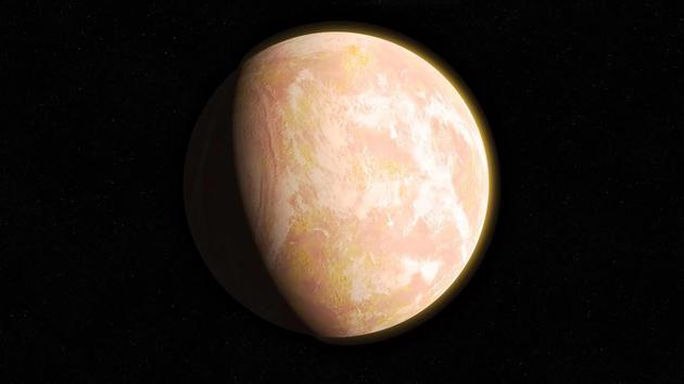 """图中是艺术家描绘的太古代时期地球大气层出现薄雾,当时年轻的地球像一个""""灰橙色圆点""""。.webp"""