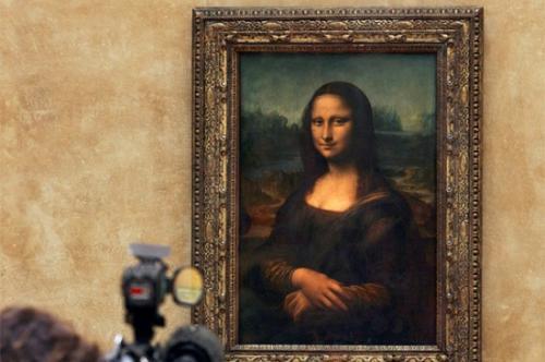 她到底是谁?《蒙娜丽莎》500年的微笑至今无解